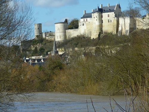 forteresse-chinon-voiture